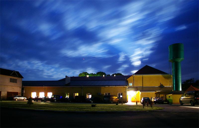 Гостиница в Залещиках, парковка