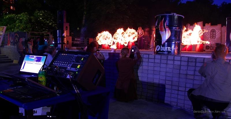 http://pikusov.kiev.ua/fire_show/fire_3_w.jpg