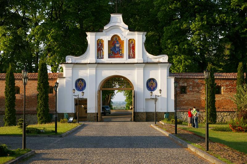 Вход в креховский монастрырь
