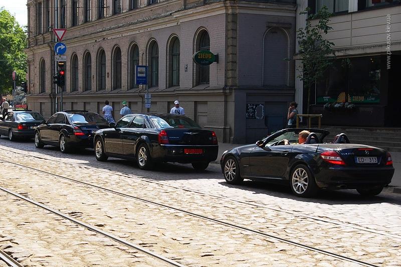 Шумная улица